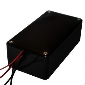 Schutzbox geschlossen mit Kabel