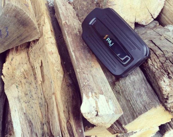 Sender auf Holz