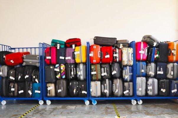 Viele Koffer auf Wagen, Blog: Gepäckverlust