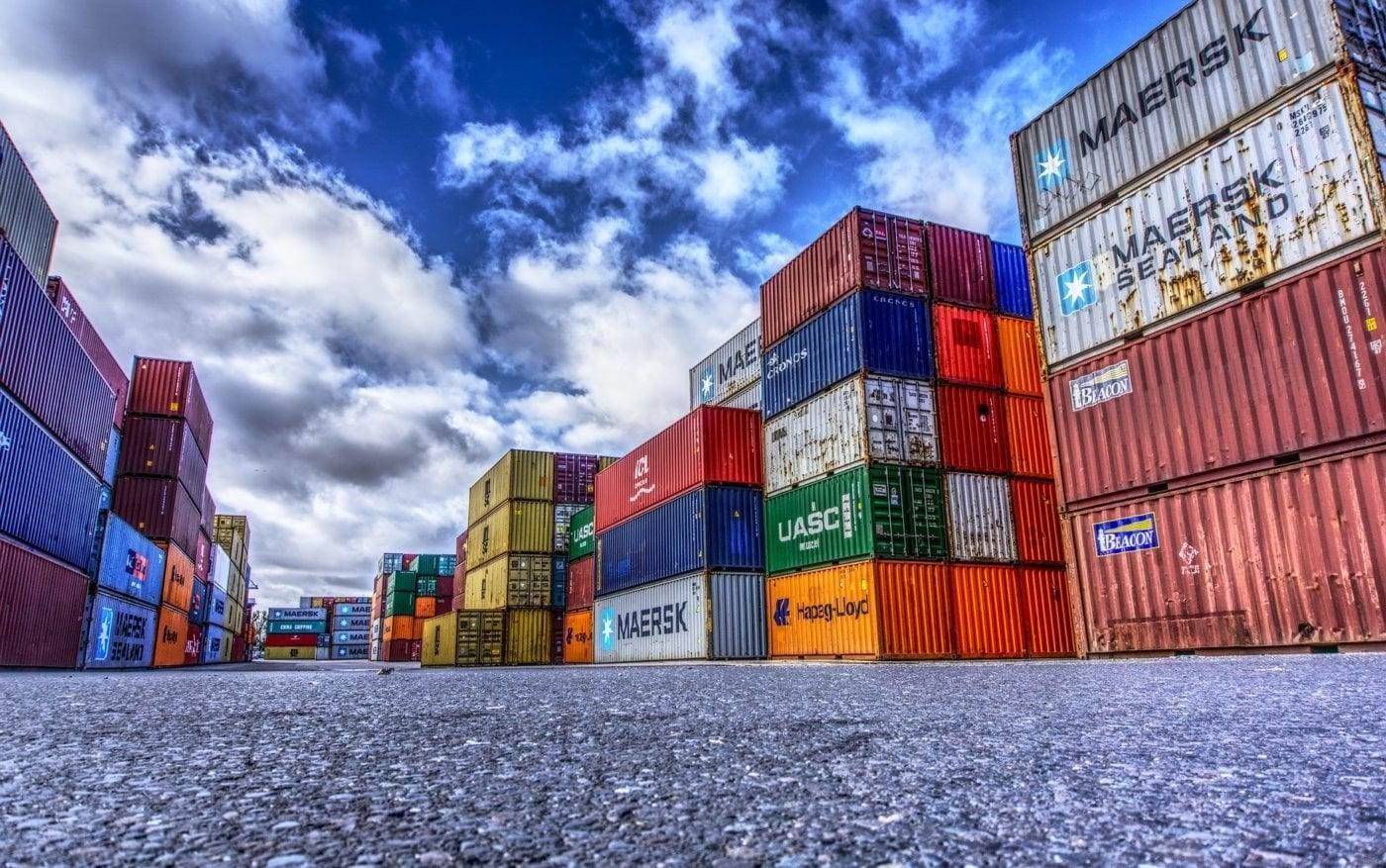 bild anwendungsgebiet gps tracker container - Gefahrengut in Containern mit GPS-Systemen schnell und unkompliziert ausfindig machen