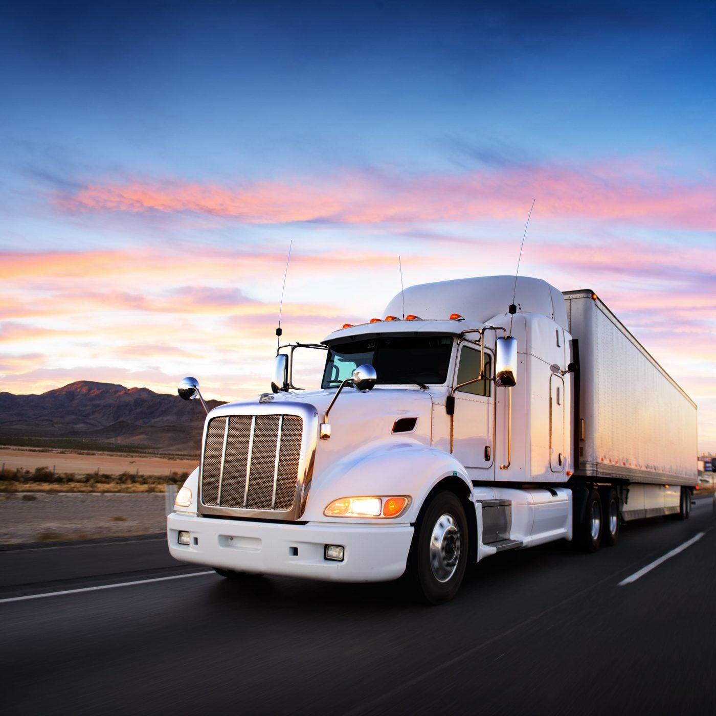 bild anwendungsgebiet gps tracker lkw trucks 1400x1400 - GPS-Tracker für Lieferdienste