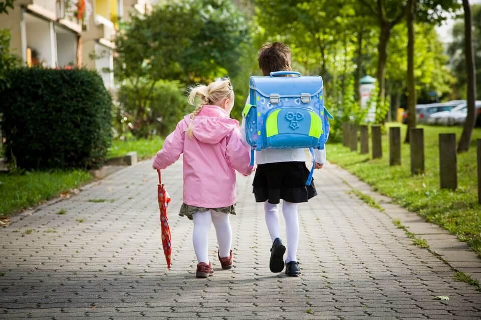 bild anwendungsgebiet gps tracker kinder rucksack - LP Personenortung